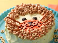 What little one could resist a tiger made from Cheerios? Bake up this First Birthday Lion Cake for the big 1st birthday bash. #lion #birthdaycake