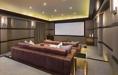 Mansão de luxo com extraordinário espaço de entretenimento, home theater, adega, sala de degustação, piscina de borda infinita e academia de ginástica.