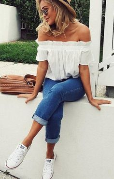 Tender outfit idea = blouse + cropped jeans + converse