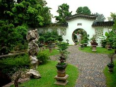 This photo from Jurong East, West is titled 'Penjing'. Moon Gate, Chinese Garden, Alleyway, Entry Ways, Patio Roof, Chinoiserie, Feng Shui, Bonsai, Gates