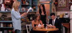 """#Friends #reunion a sorpresa al Jimmy Kimmel Live. In onore del 20° anniversario della premiere dello show, al Jimmy Kimmel live, le amiche di """"Friends"""" sono tornate a recitare insieme."""