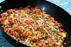En esta receta te mostramos como hacer un arroz frito chino en 25 minutos. Una receta que te sacará de muchos apuros, con mucho sabor.