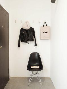 entrance hall, eames wire chair, grey tiles, white interior, Scandinavian interior, Nordic interior http://frichic.com