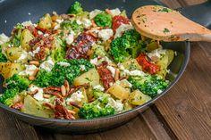 Kartoffel-Brokkoli-Pfanne mit Feta-Käse immer hungrig - Kartoffel-Brokkoli-Pfanne mit Feta immerhungrig, presentamos la mejor imagen que te puedes encontrar - Potato Recipes, Lunch Recipes, Soup Recipes, Salad Recipes, Vegetarian Recipes, Healthy Recipes, Easter Recipes, Vegetable Soup Healthy, Healthy Soup
