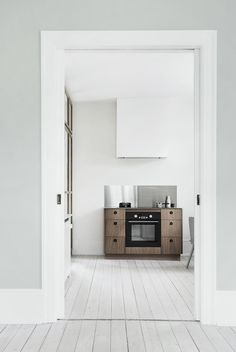 Dream home Perfect combination of cold greys and whites with warm wood touches via coco lapine design Ventilator, Scandinavian Kitchen, Scandinavian Style, Minimalist Interior, Dining Room Design, Kitchen Design, Kitchen Interior, Kitchen Decor, Interior Photography