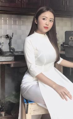 Ao Dai, Asian Style, Asian Beauty, Cool Pictures, High Waisted Skirt, High Neck Dress, Poses, Blouse, Skirts