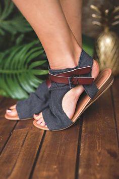 Walk And Talk Buckle Strap Detail Sandal (Black)