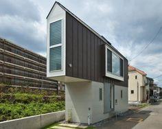 ODD SHAPED HOMES   Tiny Triangle Shaped House (Photo) » triangle house weird building ...