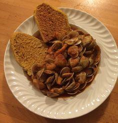 La fantasia in cucina: Zuppetta di seppie e telline con pane alla curcuma...