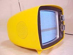 Philco B350FYL Vintage Tv, Vintage Yellow, Retro Design, Vintage Designs, Oc Challenge, Vintage Television, Tv Sets, Mid Century Decor, Modern Times