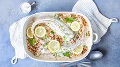 Uunikala sopii niin arkeen kuin viikonloppuunkin. Fileen sijaan uuniin voi sujauttaa kokonaisen kalan. Poimi reseptit ja vinkit uunikalan valmistukseen. Hummus, Pesto, Camembert Cheese, Chili, Seafood, Ethnic Recipes, Sea Food, Chile, Chilis
