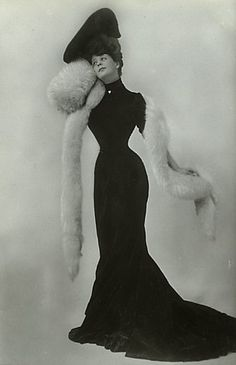 Camille Clifford - a fashion icon in 1900s. The black dress show her perfect hourglass body. Her hairstyle is Gibson Girl style.