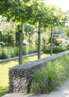 Plant and flower combinations that work well together for creating pretty gardens at front yard Modern Landscape Design, Landscape Materials, Landscape Plans, Garden Landscape Design, Modern Landscaping, Front Yard Landscaping, Landscape Architecture, Back Gardens, Garden Planning