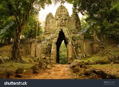stock-photo-west-gate-to-the-angkor-thom-in-cambodia-an-ancient-temple-complex-10120282.jpg (1500×1100)