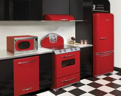 These vintage appliances are gorgeous!  I'm getting ready to lay tile on my kitchen floor - it will be black and white checks.