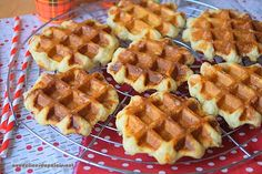 Crispy and fluffy waffles by Cyril Lignac · Delicious to the palate - Hildy Akid Martha Stewart, Fluffy Waffles, Churros, Flan, Biscuits, Healthy Tips, Nutella, Sweet Recipes, Deserts