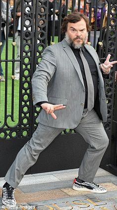 Blanchett attends The House With The Clock In Its Walls premiere Suited and booted: Jack Black donned a fitted grey suit as he struck a variety of poses.Suited and booted: Jack Black donned a fitted grey suit as he struck a variety of poses. Kyle Gass, Jack Black Movies, Black And Grey Suit, Tenacious D, Funny Poses, Big Men Fashion, Men's Fashion, Black Memes, Black Actors