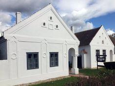 5 festői falu, amely tavasszal is kirándulásra csábít Merida, Traditional House, Mansions, House Styles, Cabins, Houses, Travel, Home Decor, Homes