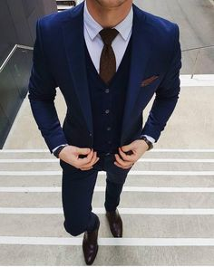 There are many kinds of men's luxury wear. But today We will talk about men's luxuries suits.Luxury wear is the hint of richness. Men's who always take care of his looks and wear, Latest Mens Wear, Latest Mens Fashion, Mens Fashion Suits, Mens Suits, Men's Fashion, Vintage Fashion, Style Brut, Style Costume Homme, Dapper Suits