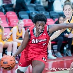 @wesmen_wbb Faith Hezekiah has been named the Canada West Female 2nd Star of the Week for the week ending February 12 2017.  Teammate Antoinette Miller was named the Canada West Female 3rd Star of the Week last Tuesday.  Hezekiah had her best weekend of the season in helping the Womens Basketball team pick up a weekend sweep on the road against the University of  Victoria Vikes this past weekend.  The 5-11 forward scored 49 points shot 23-of-32 from the field (72%) grabbed 15 rebounds and…