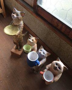 ハイタッチできる猫の彫刻が可愛過ぎてもうこれ猫好きにはたまらない「この顔見て!」「家に置きたい」 - Togetter Animal Sculptures, Sculpture Art, Diy Projects Using Wood, Cat Egg, Maneki Neko, Cat Doll, Clay Animals, Cat Gifts, Clay Crafts