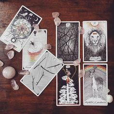 roes quartz + the wild unknown tarot via @jammi.wammi