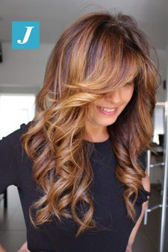 Pretty Alluring Long Wavy Hairstyles With Copper Blonde Highlights for Women to Reach Perfection. Get Mind Blowing and Attractive Long Wavy Hairstyles With Passionate Copper Blonde Hair Color. Copper Blonde Hair Color, Hair Color Auburn, Auburn Hair, White Blonde Hair, Auburn Ombre, Blonde Highlights, Caramel Hair Highlights, Copper Highlights, Layered Hair