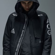 NIKE ACG x ACRONYM NikeLab ACG Jacket. Featuring the boldest ACG expressions of the new collection, the alternate Jacket reflects a storied heritage with reflective insignia throughout the design. A breathable Gore-Tex outer jacket. Nike Acg Jacket, Adidas Jacket, Gore Tex Jacket, Rain Jacket, Men's Jacket, Sport Fashion, Mens Fashion, Fashion Killa, Urban Fashion