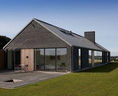 Individual housing in Denmark by LTM Arkitekt- og byggefirma ApS Installer: Blikkenslager - Bo Enemark, Copyright : SR Reklame fotografi #QuartzZinc #Denmark #Wood #Zinc #Architecture #IndividualHousing #StandingSeam #Roof #Bricks #VMZINC