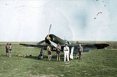 Romanian Air Force officers taking a group photo before an fighter Ww2 Aircraft, Axis Powers, Royal Air Force, Group Photos, World War Two, Wwii, Military, History, Weapon