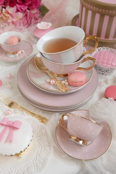 Love this sweet pink tea set. Cappuccino Tassen, Afternoon Tea Parties, My Cup Of Tea, High Tea, Cup And Saucer, Pretty In Pink, Tea Time, Coffee Time, Coffee Cups
