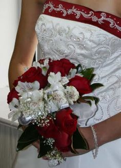 Another way of incorporting a Bible in the bouquet.