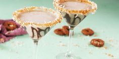Best Samoa Martini Recipe - How To Make Samoa Martini Snowflake Martini Recipe, Sugar Cookie Martini Recipe, Easy Caramel Pie Recipe, Samoa Pie Recipe, Antonio Brown, Best Girl Scout Cookies, Easy Alcoholic Drinks, Best Cocktail Recipes, Drink Recipes