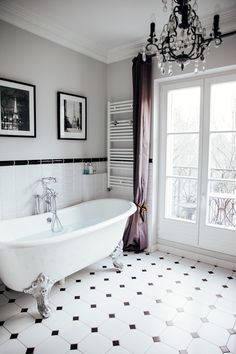 The most beautiful bathtub overlooking the Eiffel Tower - The Viennese Girl. Parisian chic | Parisian style | Parisian fashion | French chic | style | stylish | pregnant | pregnancy | maternity | mom to be