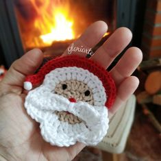 Santa Claus ornament to decorate at Christmas, Crochet Christmas Decorations, Christmas Crochet Patterns, Felt Christmas Ornaments, Xmas Decorations, Christmas Crafts, Christmas Christmas, Love Crochet, Diy Crochet, Crochet Dolls