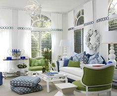 inneneinrichtung wohnideen wohnzimmer umweltstil grüne dekokissen blaue akzente