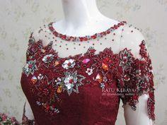 Detail payet kebaya (IG @ratukebaya_medan) Fabric Flower Tutorial, Fabric Flowers, Pola Rok, Hijab Fashion, Fashion Dresses, Kebaya Brokat, Model Kebaya, Kebaya Muslim, Batik Dress