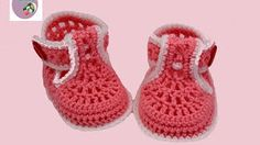 DIY baby booties crochet for beginners. Watch this free video tutorial to learn how to make it booties sandals - Crochet Crochet Baby Boots, Crochet Baby Sandals, Knit Baby Booties, Crochet Bebe, Booties Crochet, Crochet Baby Clothes, Newborn Crochet, Crochet Shoes, Crochet Slippers