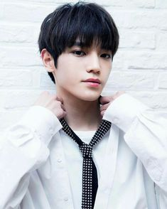 The Prince and the Butterfly ~ NCT Taeyong {Complete} - 。 Chapter 2 ~ Save me? Nct Taeyong, Mean People, Smart People, Perfect Husband, Nct Dream Jaemin, Im Not Okay, Actors, Kpop, Winwin