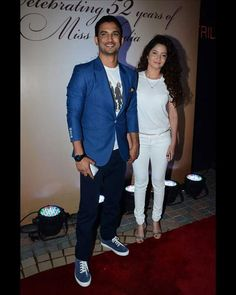 #SushantSinghRajput came to attend the bash with long-time girlfriend #AnkitaLokhande.  For more celebrity pictures click here : www.biscoot.com  #Bollywood #BollywoodCelebrity #BollywoodPictures #CelebrityPhotos