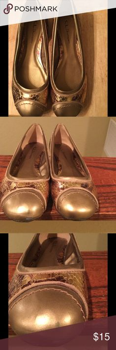 Size 8 CL by Laundry Gold/ Bronze Flats Cute round toe flats feature a gold/bronze snakeskin-like pattern. The color has worn off a little at the very front of the right shoe. You can see this in the 2nd and 3rd pics. Other than that, the shoes are in great condition. CL by Laundry Shoes Flats & Loafers