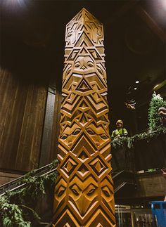 Aleph Geddis' hand carved wood totem for Filson flagship store in Seattle is a towering 18.5 feet tall! Absolutely stunning depictions of a wolf, owl, raccoon, falcon, and bobcat.
