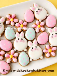 56 Ideas cookies decorated easter fun for 2019 Mini Cookies, Cute Cookies, Easter Cookies, Easter Treats, Pumpkin Sugar Cookies, Halloween Sugar Cookies, Candy Corn, Thanksgiving Cookies, Royal Icing Decorations