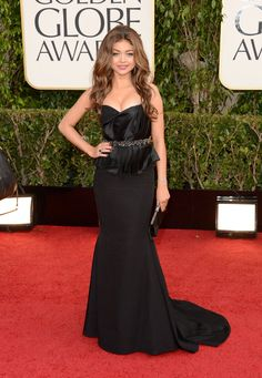 Sarah Hyland was all grown-up in a dramatic Max Azria Atelier number.  Golden Globes Red Carpet Pictures 2013