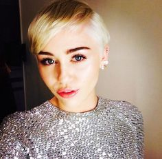 Miley Cyrus At World Music Awards -- Get Her Smooth & Sexy Pixie Cut