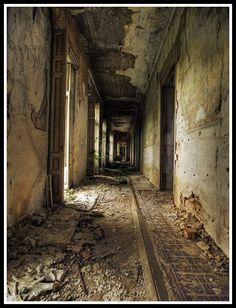 Abandonalia: Palacio versallesco abandonado