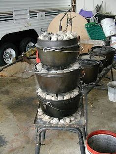 Three high dutch oven cooking, worth a try. Camping Cooking Equipment, Camping Meals, Camping Shop, Camping Grill, Camping Recipes, Camping Tips, Grilling, Cast Iron Dutch Oven, Cast Iron Cooking