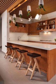 wrap around bar and white and wood kitchen Casa Ming by LGZ Taller de Arquitectura Open Kitchen, Kitchen Dining, Rustic Kitchen, Kitchen Ideas, Interior Architecture, Interior Design, Kitchen Interior, Kitchen Storage, Furniture Design