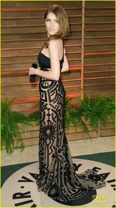 Anna Kendrick Shows Some Skin at Vanity Fair Oscar Party 2014 | anna kendrick transforms into sexy intricate babe at vanity fair oscar party...