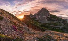 Szczyt Mangart, Góry Alpy Julijskie, Słowenia, Wschód słońca, Kamienie, Promienie słońca, Szlaki